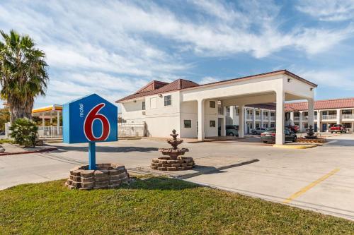 Motel 6 San Marcos TX - North