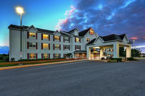 Photo - Lancaster Inn & Suites