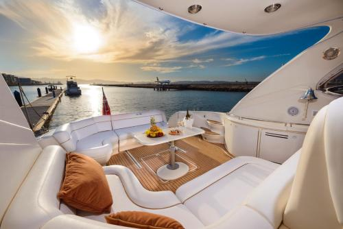 Hotel Luxury Yacht Hotel