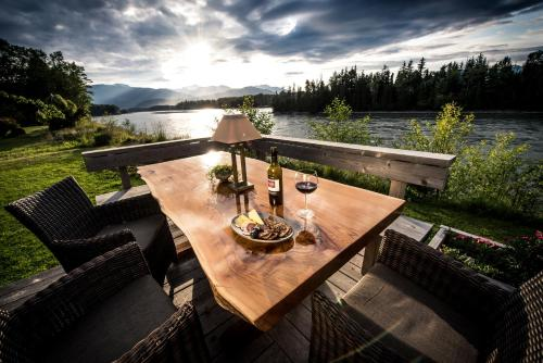 Skeena River House Bed & Breakfast