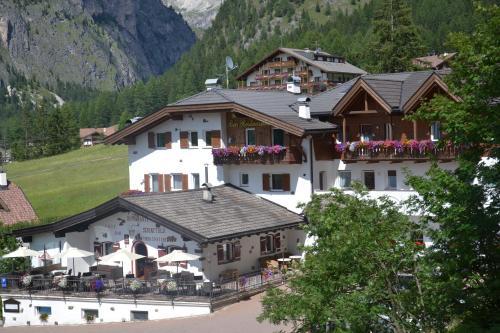 Hotel Scoiattolo Wolkenstein-Selva Gardena