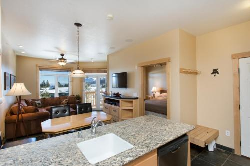 Sunstone Lodge By 101 Great Escapes - Mammoth Lakes, CA 93546