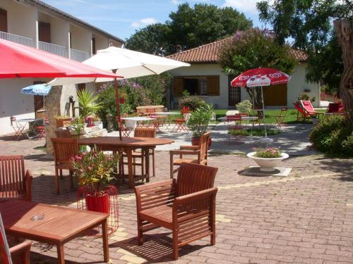 . Hotel Les Vieux Acacias