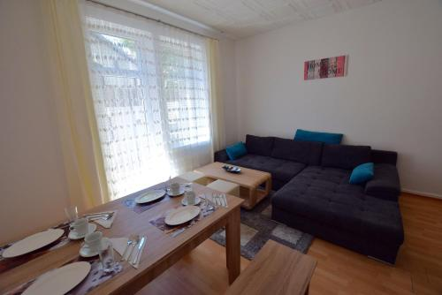 . Apartment Ostendplatz