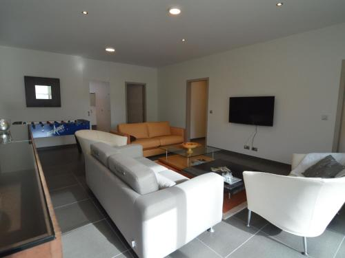 . Modern Holiday Home in Zottegem with Jacuzzi