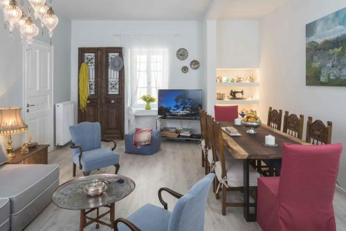 Athenian House in Plaka - 4 Bdrm Villa - 10 adults