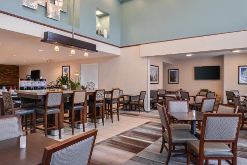 Hampton Inn & Suites Denver-Speer Boulevard - Denver, CO CO 80211