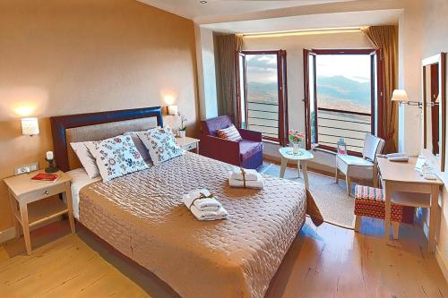 . Arktos Hotel