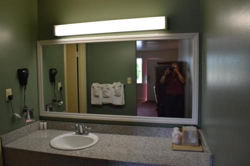 Photo - Red Carpet Inn & Suites Culpeper
