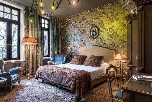 __{offers.Best_flights}__ Main Street Hotel