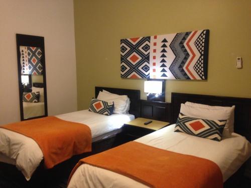 Mountain Inn room photos