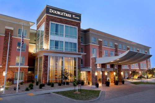 DoubleTree by Hilton West Fargo Sanford Medical Center Area