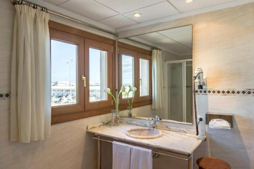 Junior Suite with Sea View - single occupancy La Posada del Mar 32