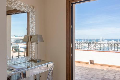 Junior Suite with Terrace - single occupancy La Posada del Mar 10