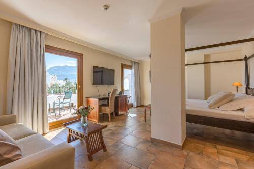 Junior Suite with Terrace - single occupancy La Posada del Mar 12
