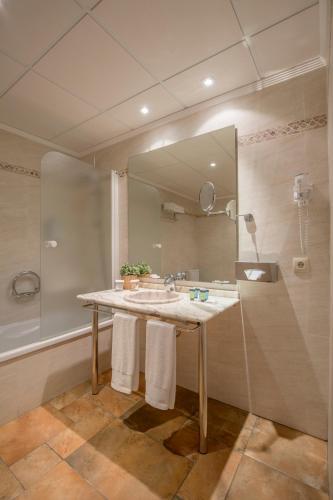 Junior Suite with Terrace - single occupancy La Posada del Mar 15
