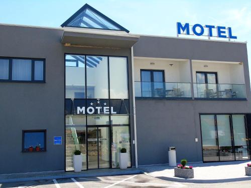 . Motel Kamenica