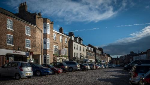 The Golden Fleece Hotel, Thirsk, North Yorkshire - Photo 7 of 96
