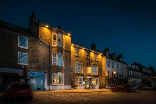 The Golden Fleece Hotel, Thirsk, North Yorkshire - Photo 4 of 96