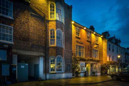 The Golden Fleece Hotel, Thirsk, North Yorkshire - Photo 2 of 96
