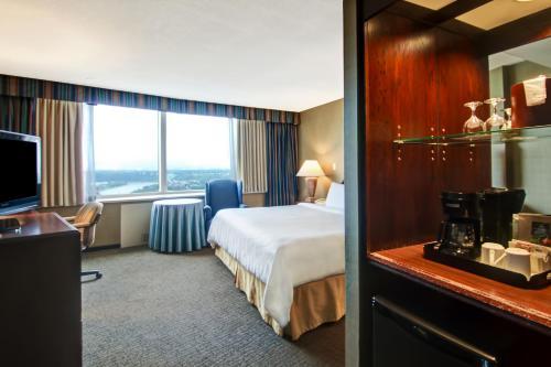 Chateau Lacombe Hotel - Edmonton