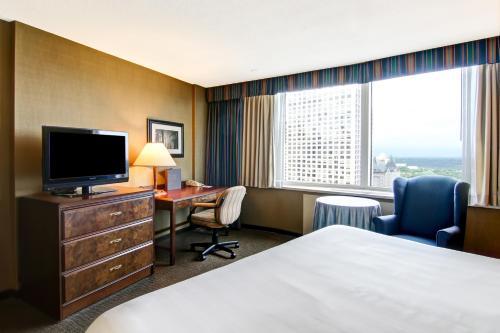 Chateau Lacombe Hotel - Edmonton, AB T5J 1N7