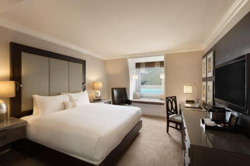 Fairmont Gold Room with Lake View