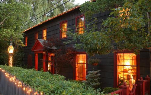 1795 Acorn Inn Bed and Breakfast - Accommodation - Canandaigua