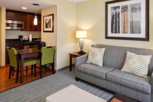 Homewood Suites by Hilton Fresno - Fresno, CA CA 93710
