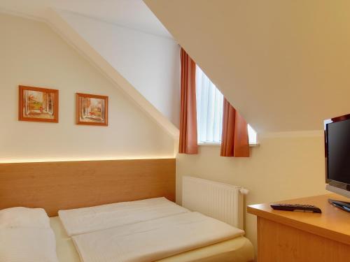 Hotel Kriemhild am Hirschgarten photo 53