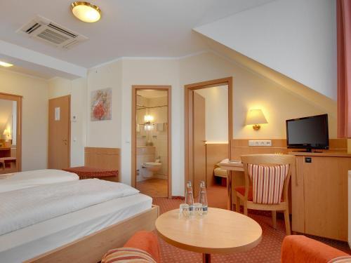 Hotel Kriemhild am Hirschgarten photo 9