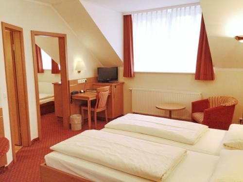 Hotel Kriemhild am Hirschgarten photo 54