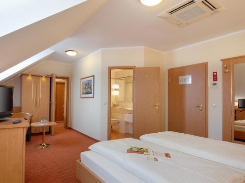 Hotel Kriemhild am Hirschgarten photo 56