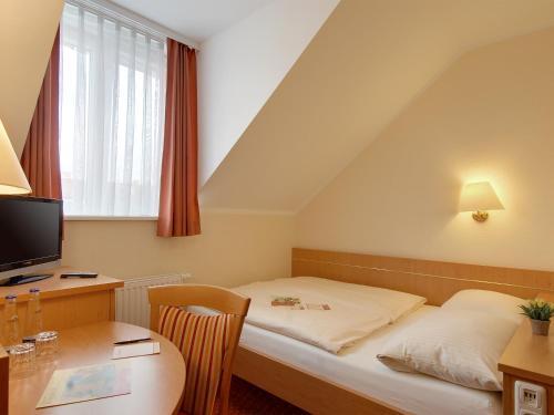 Hotel Kriemhild am Hirschgarten photo 12