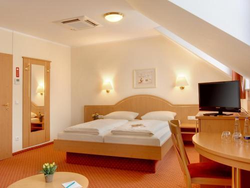 Hotel Kriemhild am Hirschgarten photo 13