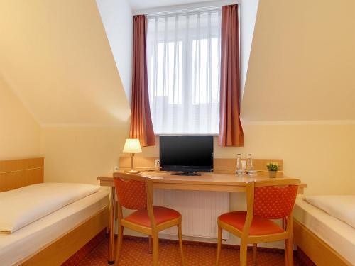 Hotel Kriemhild am Hirschgarten photo 59