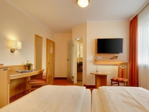 Hotel Kriemhild am Hirschgarten photo 62