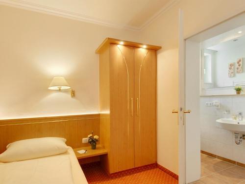 Hotel Kriemhild am Hirschgarten photo 19