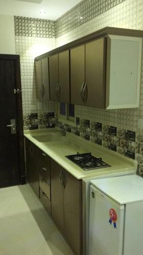 Ruoof Furnished Units Apartment - Photo 6 of 16