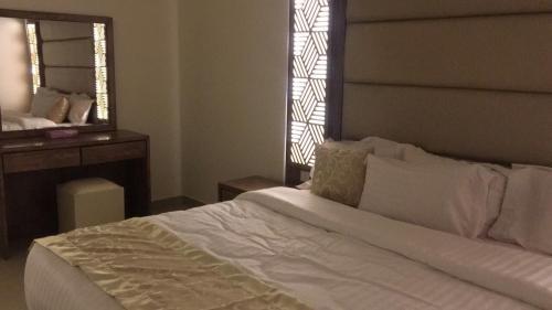Ruoof Furnished Units Apartment - Photo 2 of 16