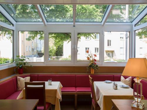Hotel Kriemhild am Hirschgarten photo 71