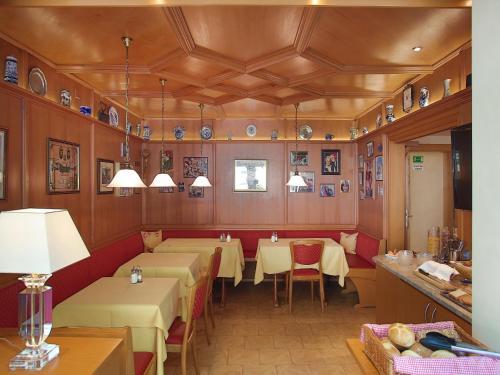 Hotel Kriemhild am Hirschgarten photo 72