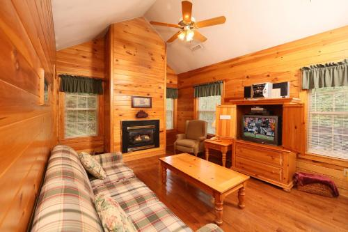 Apple Blossom (#10) - Two Bedroom - Pigeon Forge, TN 37862