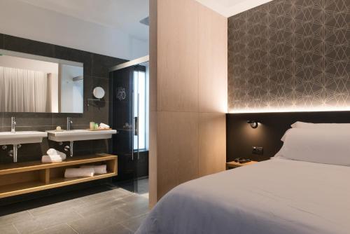 Suite Suites 1478 2