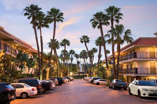 Days Inn by Wyndham San Diego Hotel Circle - San Diego, CA CA 92108