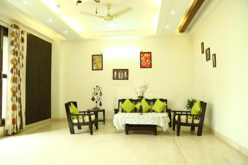 Service Apartment in Saket