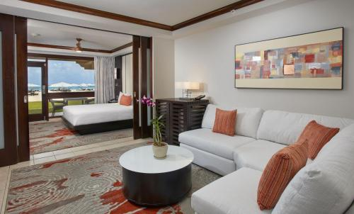 Tara Suite - Oceanfront with King Bed