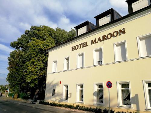. Hotel Maroon