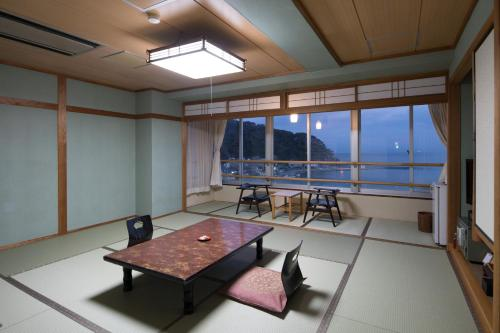 日式四人房 (Japanese-Style Quadruple Room)