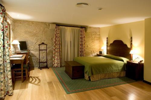Superior Double  - single occupancy Hotel Pazo de Lestrove by Pousadas de Compostela 7